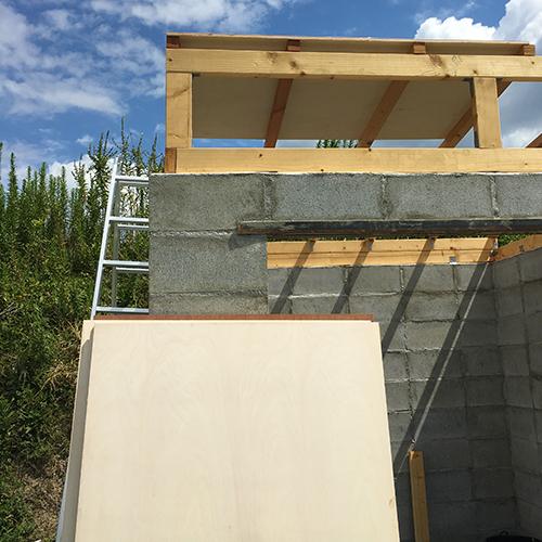 一人で作るブロック小屋⑥ ~屋根の板張り~①