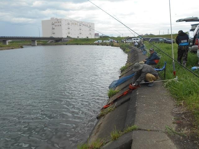 DSCN43230503養庵堰釣りの様子.jpg