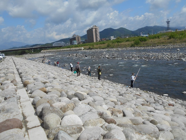 DSCN43310504錦桜橋下流釣りの様子1.jpg