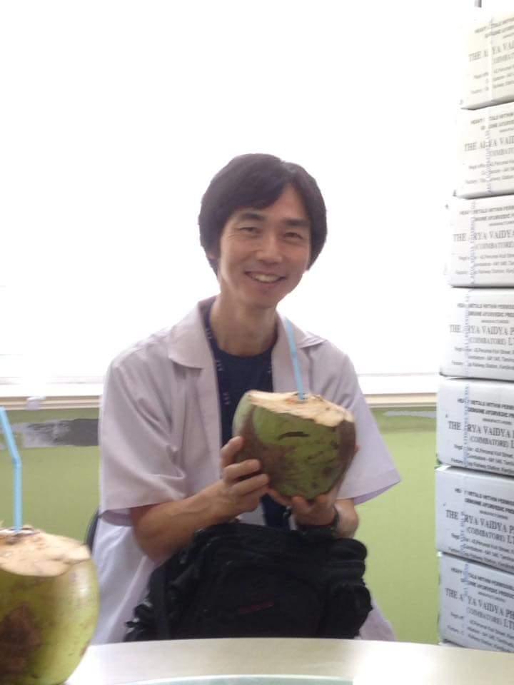 ヤシの実ジュースと浅貝先生