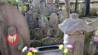 西光寺・石造供養塔