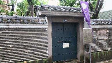 平賀源内の墓・門