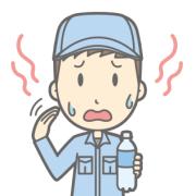 水分補給のペットボトルを片手に、暑いと汗をかきかき、手団扇で仰いでいる作業服の男性
