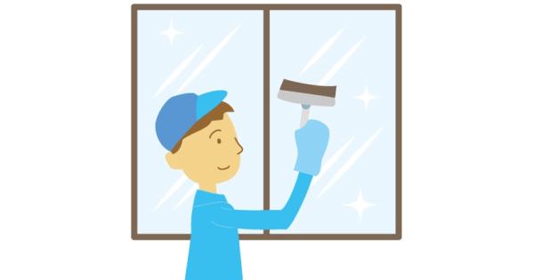 窓清掃している作業服の男性