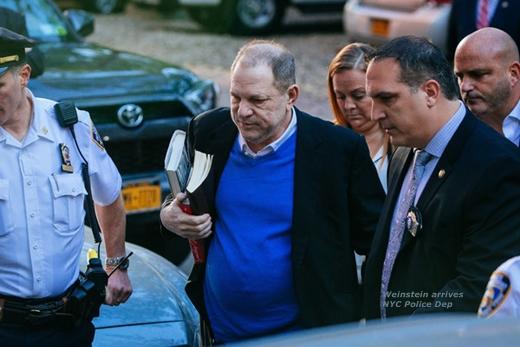 weinstein-arrives-policedepartment.jpg