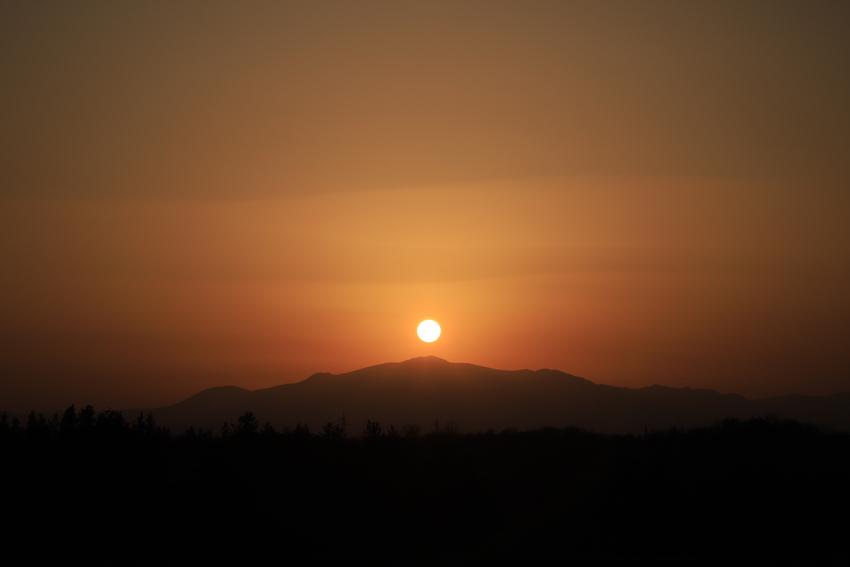 20180421栗駒山へ沈む夕陽1