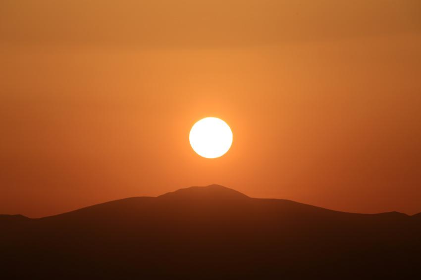20180421栗駒山へ沈む夕陽2