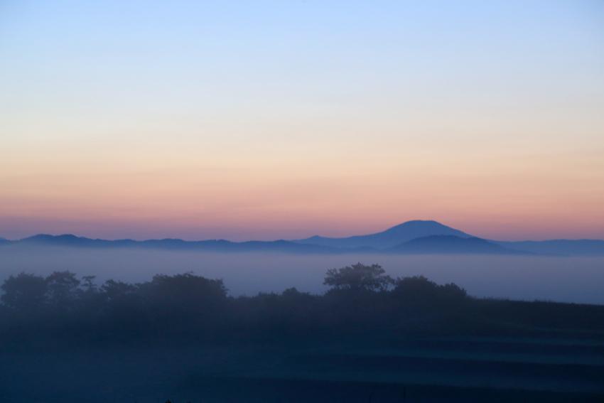 20180602朝焼けと小富士・室根山