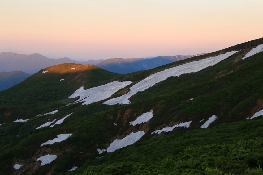 20180623虚空蔵山と栗駒山の影