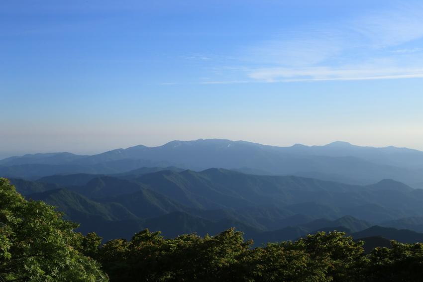 20180623山頂から見た焼石連峰
