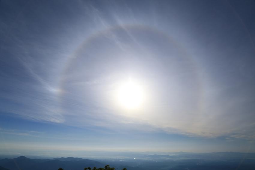 20180623山頂で見る巨大なハロ