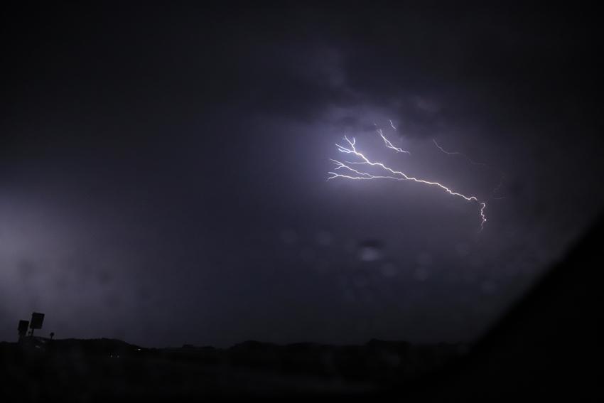 20180629雷雨の車中での稲妻7