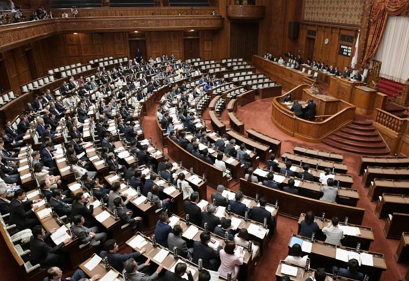 民法改正「18歳成人」成立 22年4月施行