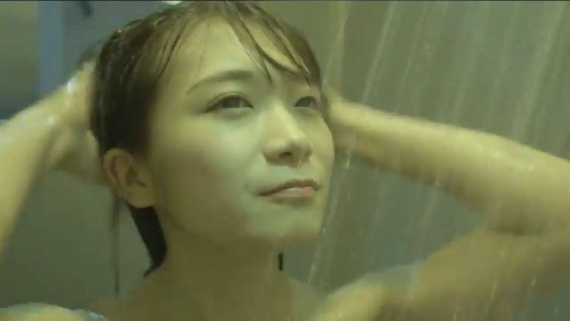 ザンビ 秋元真夏 シャワーシーン