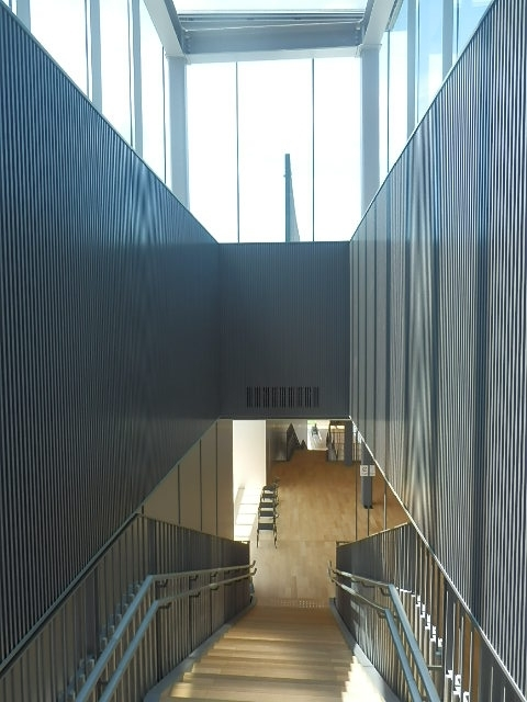 富山県美術館内