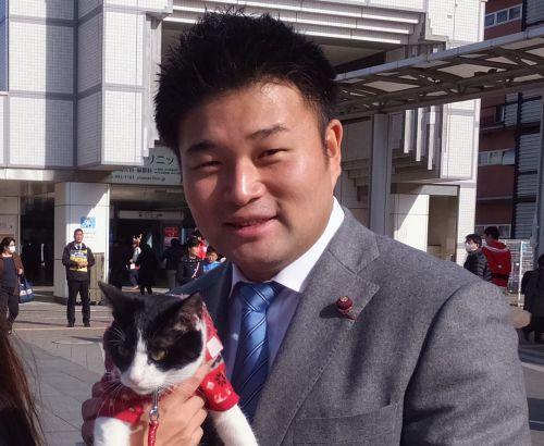 横浜市会議員 草間剛先生と猫ジャンヌダルク500