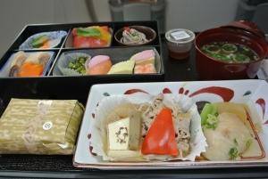 今回は和食をチョイス。帰国便の和食はやっぱり美味くなかった。