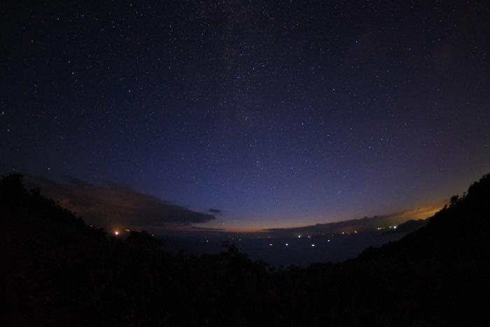 漁火と星空