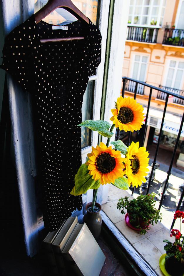 dress-by-the-window_1361-165.jpg