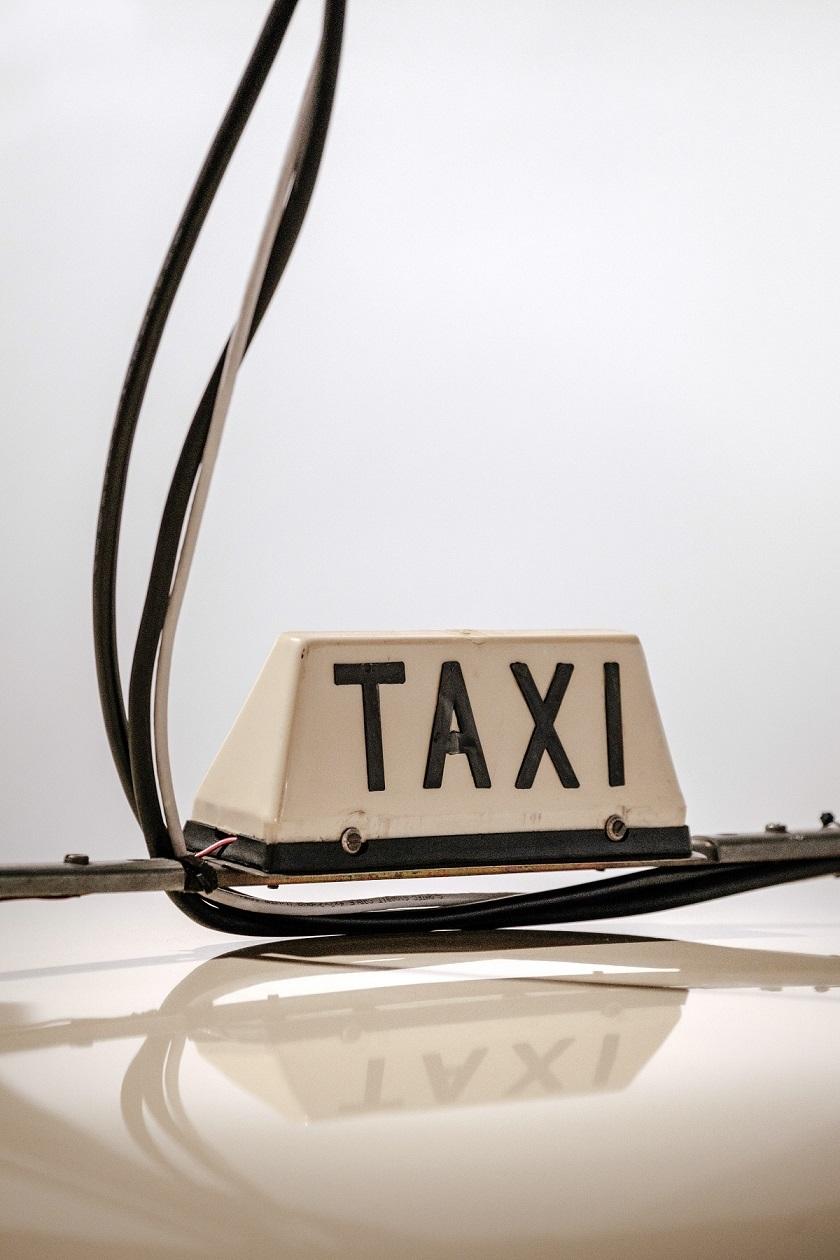 バリ島で流しのタクシーに乗る場合はBLUE BIRDじゃないと、よくぼったくられます