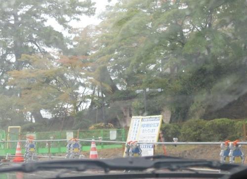 雨の松島 むすび丸バリケード後姿