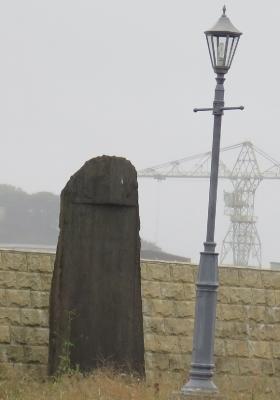 宮城 塩釜市 街灯と石碑