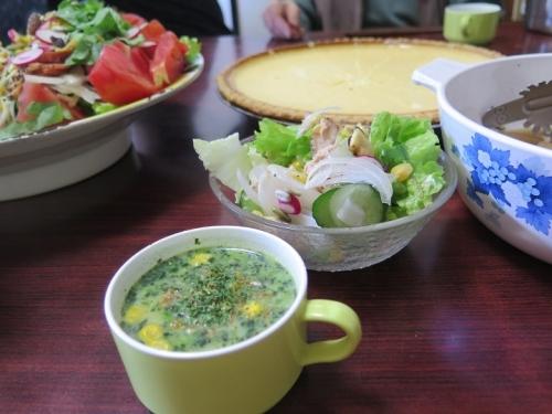 チーズケーキと御馳走サラダのお昼ごはんスープつき
