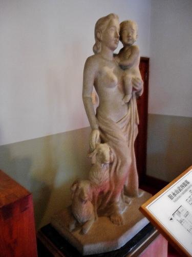 旧三菱鉱業寮 改修前 母子像