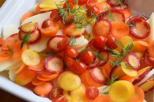 りんごとトマト、カラーにんじんのマリネ