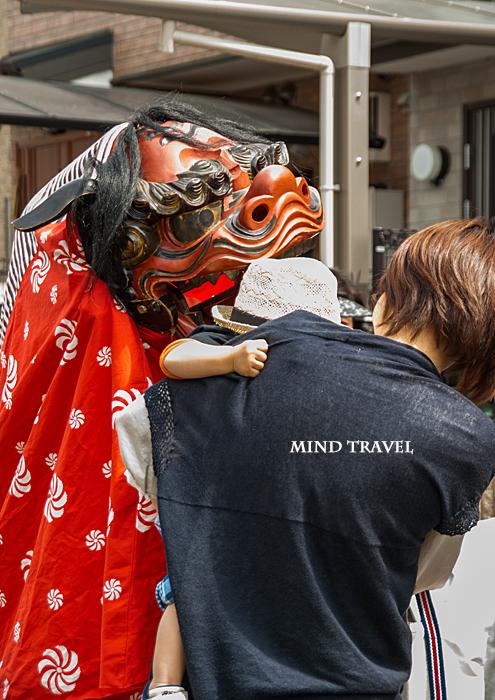 新日吉神社 神幸祭 獅子と子供
