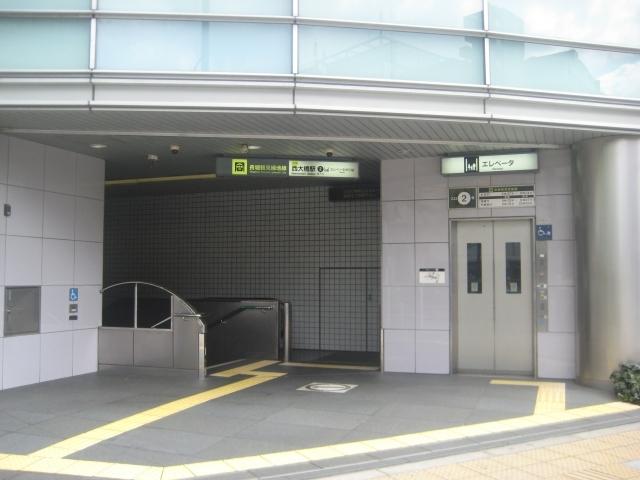 地下鉄 駅舎出入口
