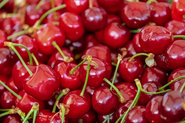 cherries-3433775_640.jpg