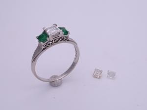 エメラルドとダイヤのリングBefore