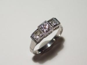エメラルドとダイヤのリングBefore3