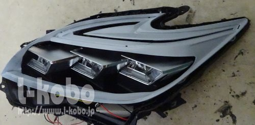 プリウスのヘッドライトにレクサスNXのプロジェクター移植