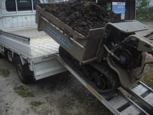 180430堆肥をイモ圃場へ