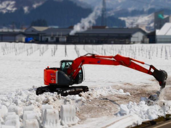 ショベルカーの雪かき1