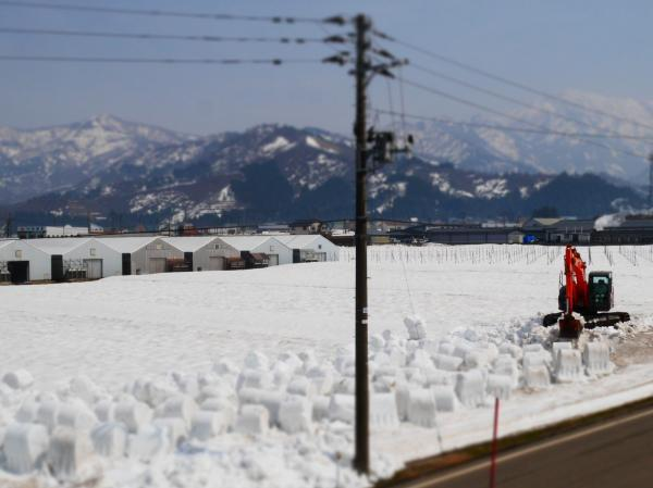 ショベルカーの雪かき2