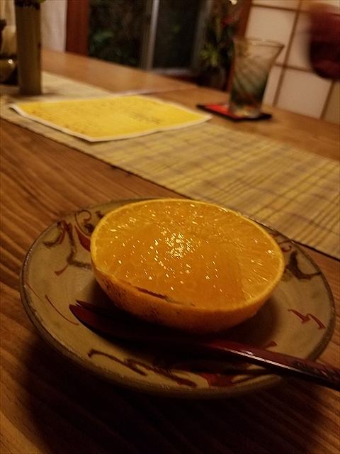 20171216_195920_R あまさん、口にふくむとジュースが、オレンジ!?あとにみかんの苦みと酸味が。後味すっきり