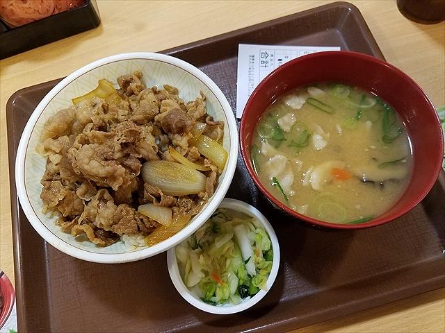 20180528_115705_R 中盛り豚汁おしんこセット