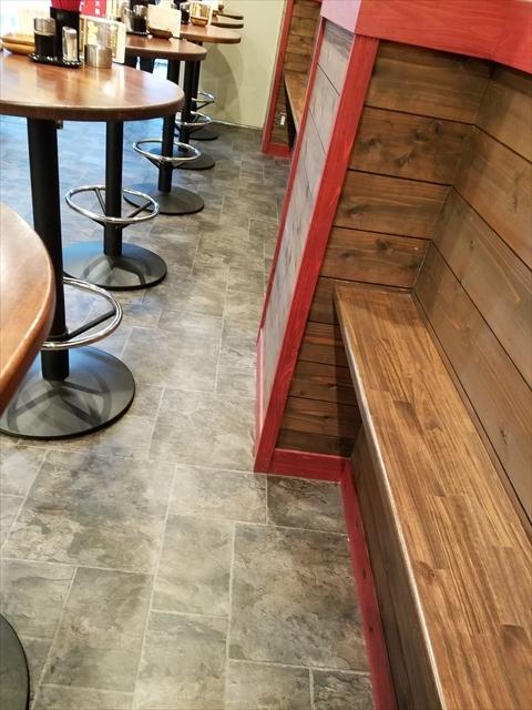 20180526_124054_R ガラガラなのに大テーブルにまとめたがる店員、居心地悪し、座れる立ち席