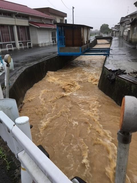 2018年7月7日大雨前の川JPG