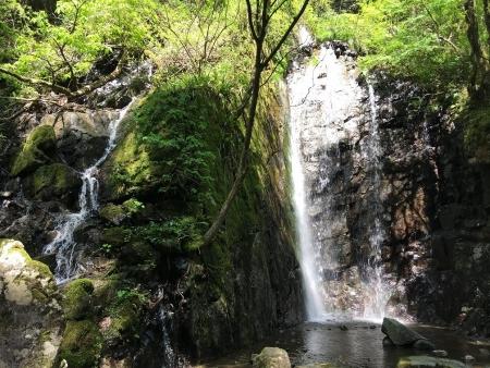寂光院に行く途中の滝