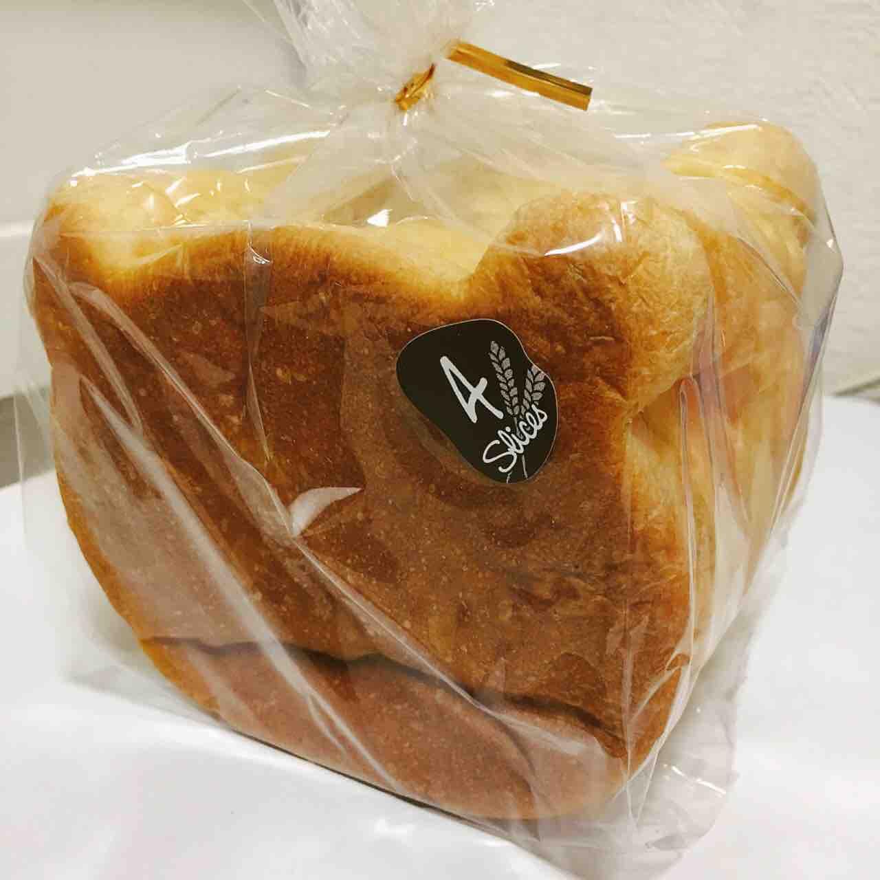 くまの食パン