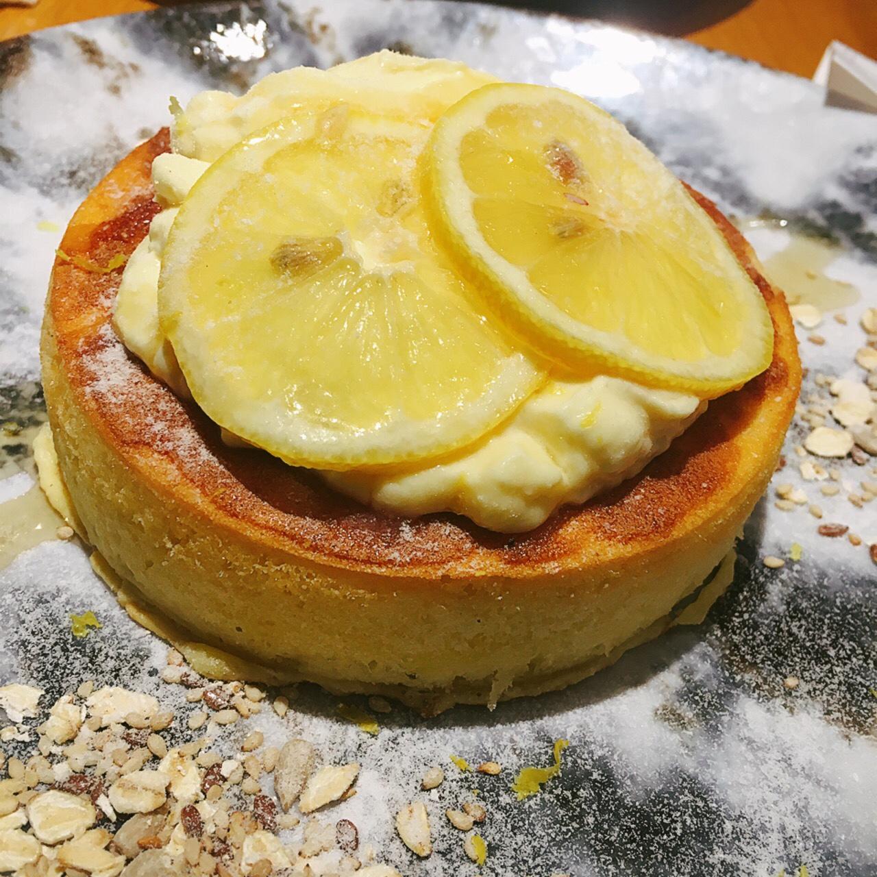 レモンクリームとはちみつのパンケーキ