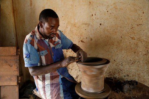 03 500 potter in tanzania