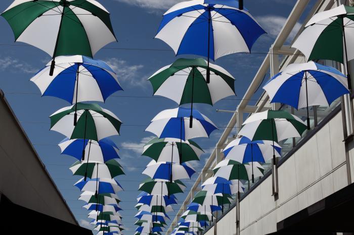 傘のパレード