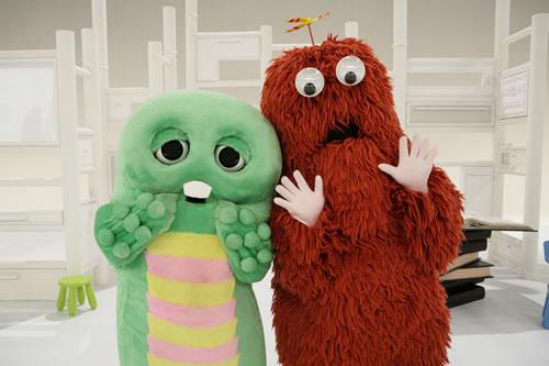 【朗報】リストラされたガチャピンさんとムックさん、再就職!なんと冠番組「ガチャムク」