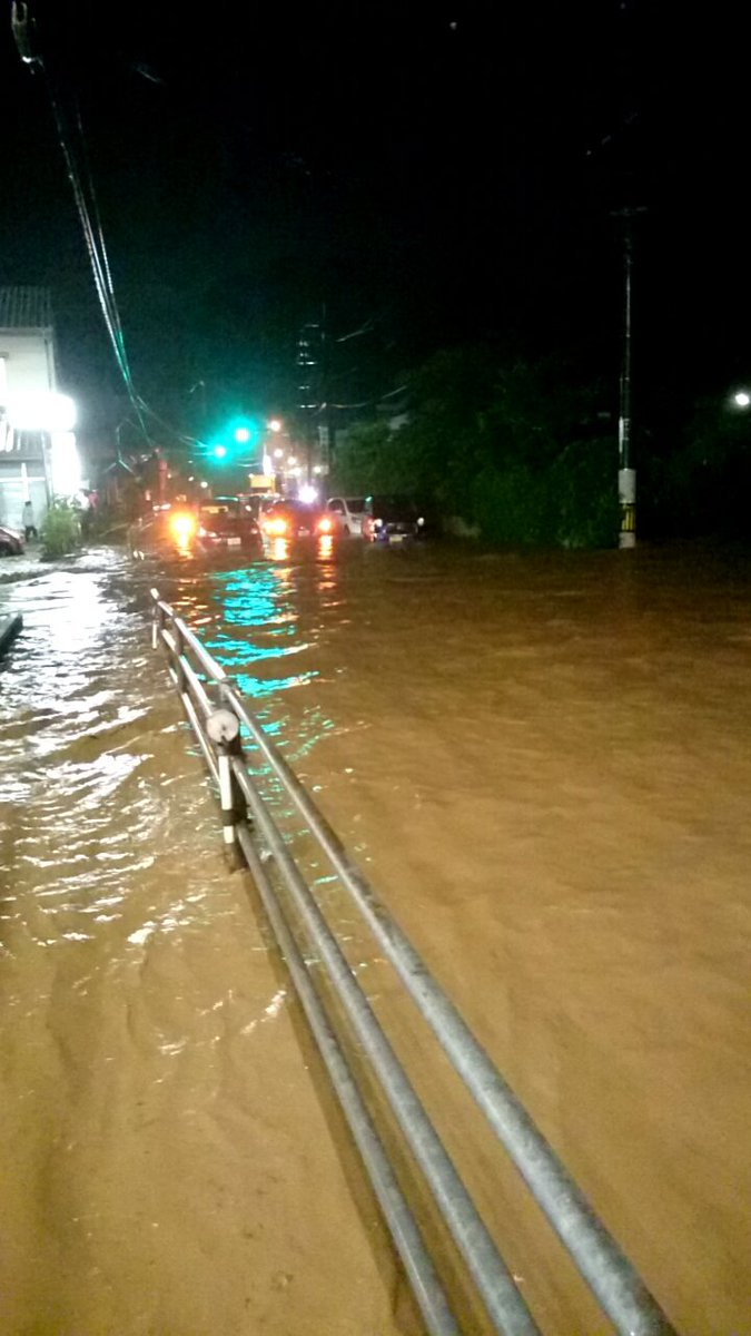 大雨の影響で広島市安芸区瀬野付近の道路が浸水・冠水 瀬野川 ...