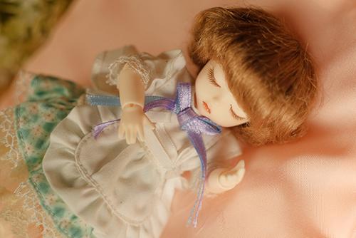 DOLL FACTORY・Baby Ariの小さな眠り目の子、Emma(エマ)をお迎えしました。